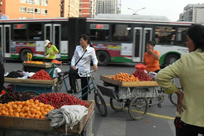 carretti di frutta agli incroci