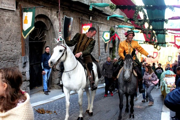 cavalieri a cavallo