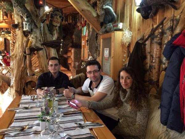 a pranzo con ragazzi rumeni