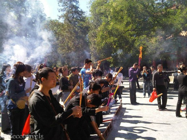 cinesi che pregano