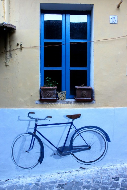 finestra con dipinto su parete