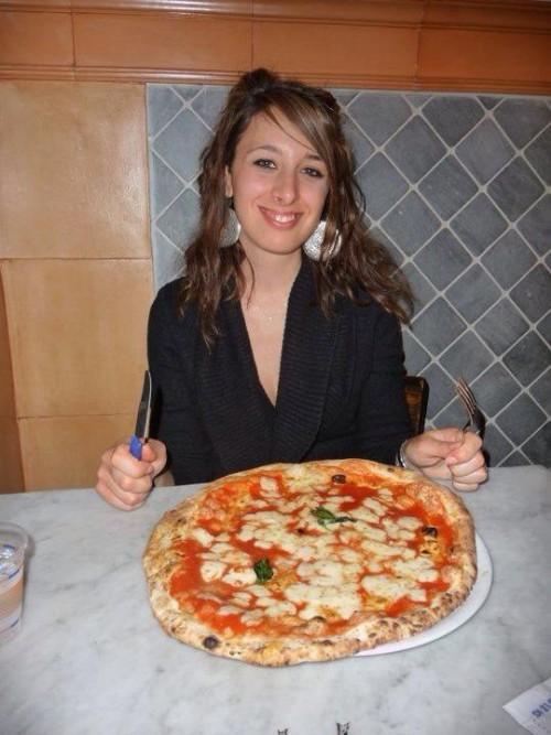 mangiare da sola in viaggio
