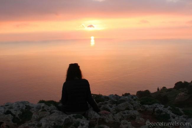 ossrvando il tramonto a Dingli cliff