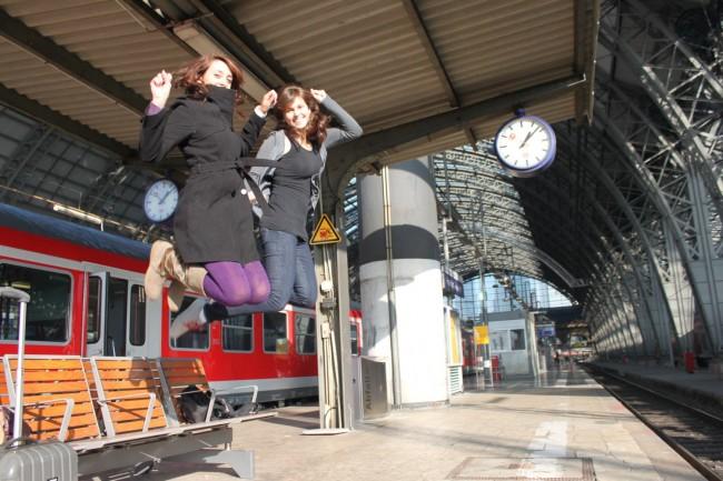 viaggiatrici alla stazione
