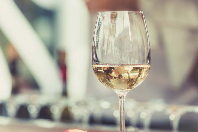 degustazione di vini all'enoteca Costantini