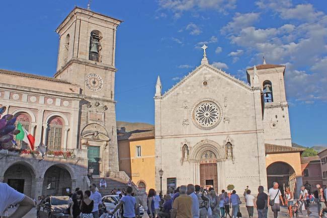 vista su basilica di San Benedetto a Norcia