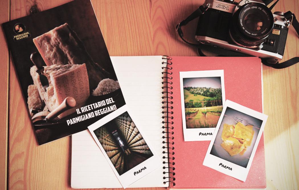 quaderno con foto e fotocamera