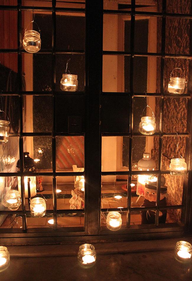 lumini su finestra