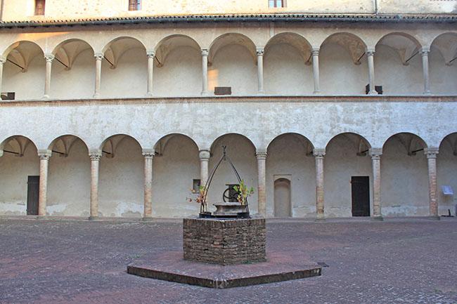 cortile castello di Torrechiara