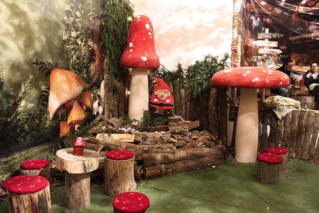 area ristoro con funghi giganti