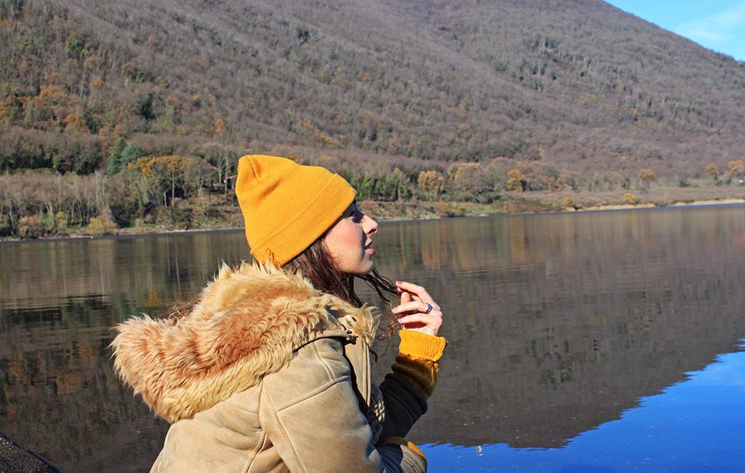 viaggiatrice al Lago di Vico