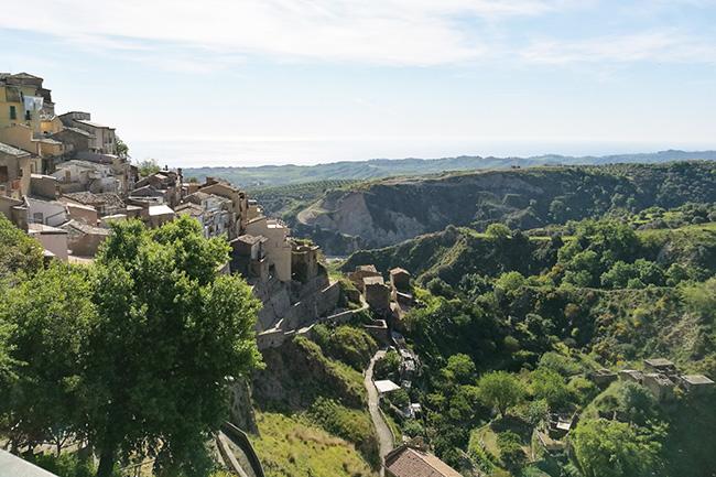 vista Badolato da piazza del Castello