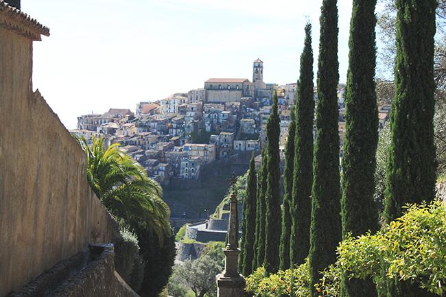 vista di Badolato dal convento