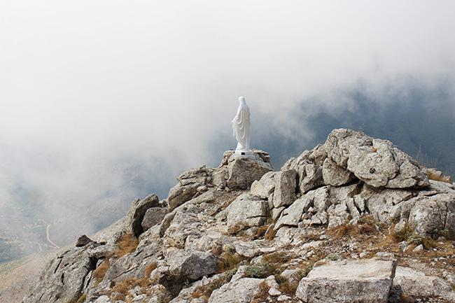 statua della Madonna sul sentiero di San Michele