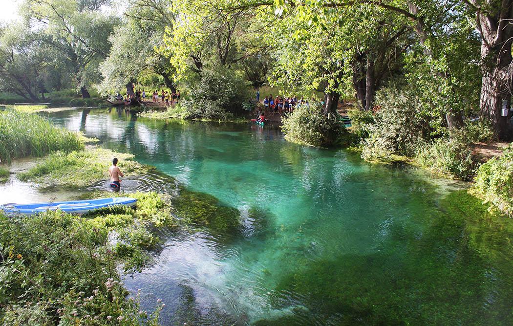 In canoa sul Tirino, il fiume più limpido d'Europa